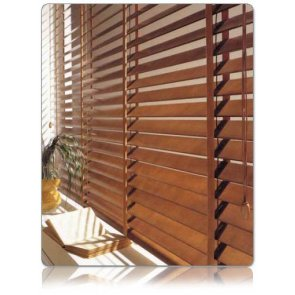 persiana veneciana de madera natural