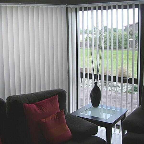 Estor enrollable para protecci n solar - Cortinas venecianas verticales ...